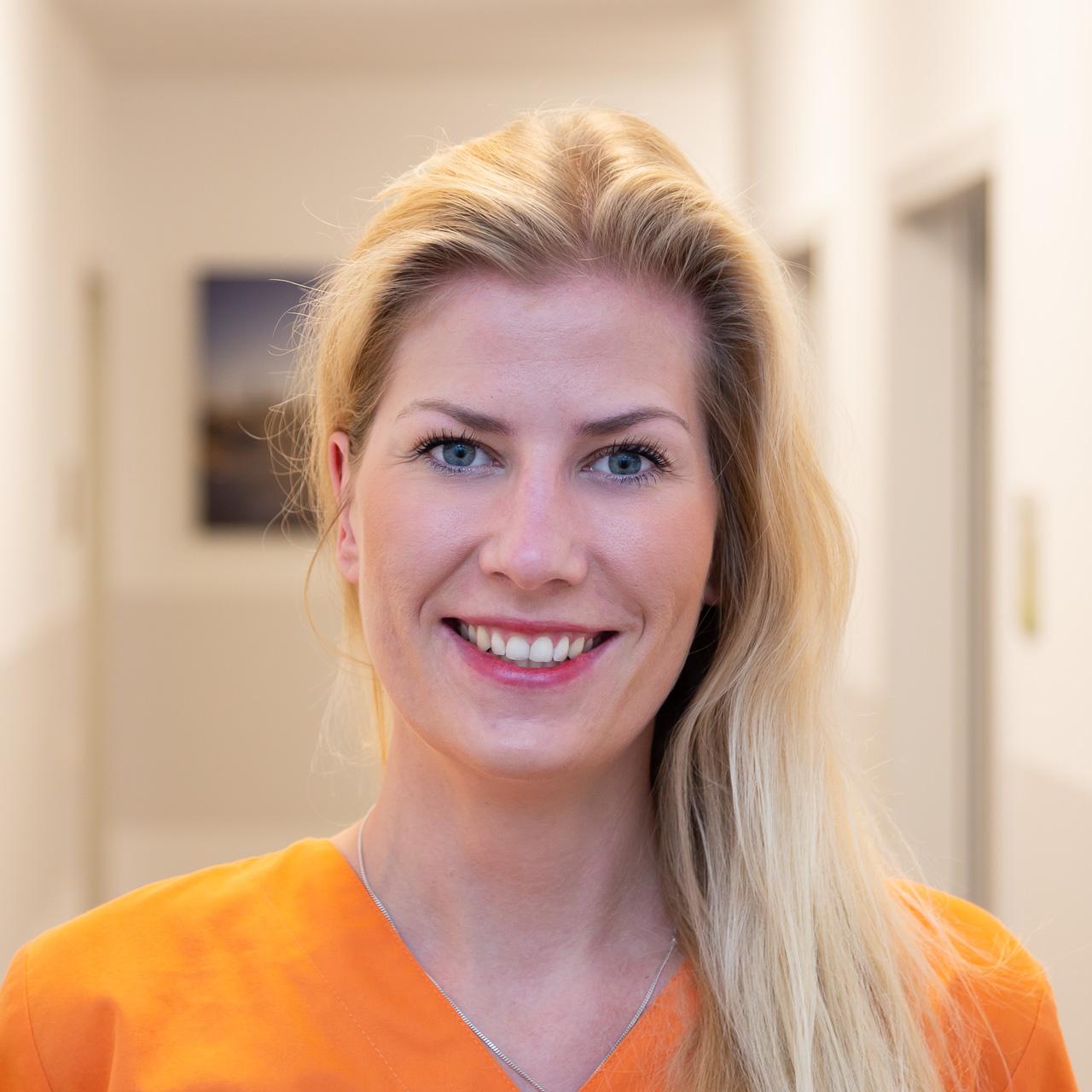 Schwester Anna: MFA, exam. Krankenschwester, Wundexpertin und Zusatzqualifikation VERAHCare